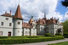 Jaga slotten av räkningen Schonborn i Carpaty arkivfoton