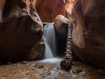 Jaga vattenfall i sydliga Utah royaltyfri foto