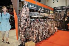 Jagd von Kleidern an Abu Dhabi International Hunting und an Reiterausstellung 2013 Lizenzfreies Stockbild