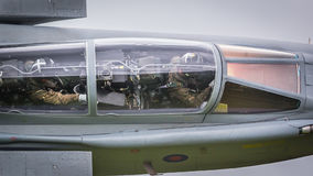 Jagdflieger im Cockpit im Flug lizenzfreie stockfotografie
