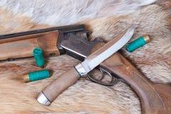 Jagdgewehr und -messer Lizenzfreie Stockbilder