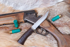 Jagdgewehr und -messer Stockfotografie