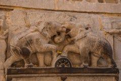 Jagdish Mandir Temple Udaipur, Indien Fragmente von Wänden Die Bilder von Elefanten stockbilder
