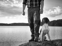 Jager en puppy royalty-vrije stock foto's