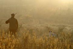 Jager en zijn hond Royalty-vrije Stock Afbeeldingen