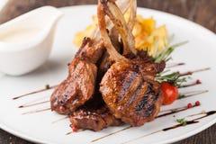 Jagnięcego kotlecika posiłek z grulą Zdjęcie Stock