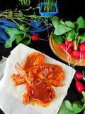 Jagnięcy stek zakrywający z czerwoną marynatą Fotografia Stock