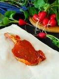 Jagnięcy stek zakrywający z czerwoną marynatą Zdjęcia Stock