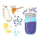 Jagodowy koktajl dla zdrowego życia Smoothies z czarną jagodą, kokosowym mlekiem, cytryną i miodem, Przepisu jarosz organicznie Zdjęcie Stock