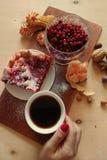 Jagodowy kulebiak z herbatą Obraz Royalty Free