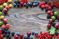 Jagody na Drewnianym tle Lata lub wiosny Organicznie Jagodowy ove Fotografia Stock