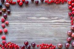 Jagody na Drewnianym tle Lata lub wiosny Organicznie Jagodowy ove Obraz Royalty Free