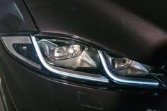 Jaguar bilteknologi LEDDE billyktan i Kiev, Ukraina Arkivbild