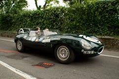 Jaguar D-typ på Bergamo den historiska granda prixen 2015 Fotografering för Bildbyråer