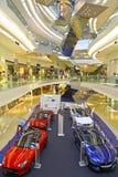Jaguar-de Landroverauto toont bij het winkelcomplex van de festivalgang, Hongkong Stock Afbeelding