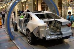 Jaguar eléctrico en corte en la galería de los grandes almacenes del estado en Moscú foto de archivo