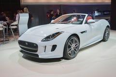 Jaguar-F-Type convertibele auto op vertoning Stock Afbeelding