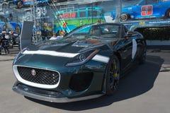 Jaguar-F-Type convertibele auto op vertoning Royalty-vrije Stock Afbeeldingen