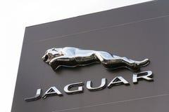 Jaguar-het bedrijfembleem van de autofabrikant voor het handel drijven Stock Afbeeldingen