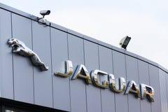 Jaguar-het bedrijfembleem van de autofabrikant voor het handel drijven Stock Foto's