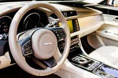 Jaguar-Luxusauto-Innenraum lizenzfreie stockfotos