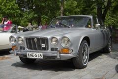 Jaguar 420 Soevereine 1966-1969 modeljaren van Daimler op de vergadering van houders van auto's Jaguar Turku, Finland Stock Fotografie