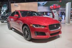 Jaguar XE sur l'affichage pendant le salon de l'Auto de LA photo libre de droits