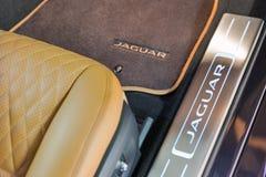 Jaguar XJ bilinre i Kiev, Ukraina Royaltyfri Foto