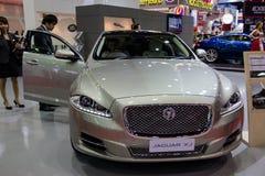 Jaguar XJ nya modeller som framläggas i motorisk show Arkivbilder