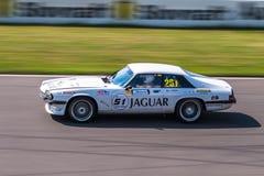Jaguar XJS tävlings- bil Arkivfoto