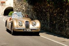 Jaguar XK120 på Bergamo den historiska granda prixen 2017 royaltyfri fotografi
