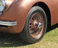 Jaguarhjul för tappning xk120 Arkivbilder