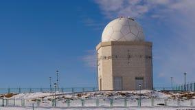Jahorina, Bosnien und Herzegowina - astronomisches Observatorium während der Winterzeit lizenzfreies stockfoto
