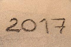 Jahr 2017 geschrieben auf Sand Stockfoto