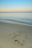 Jahr 2016 geschrieben auf sandigen Strand bei Sonnenuntergang Stockbilder