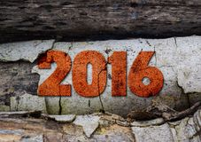 Jahr 2016 geschrieben mit Weinlesehochdruckblöcken auf rustikalen hölzernen Hintergrund Lizenzfreies Stockfoto