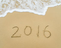 Jahr 2016 geschrieben in Sand auf Strand Stockfoto