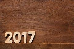 Jahr 2017 numerisch auf bewaldetem Hintergrund lizenzfreie stockfotografie