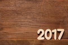 Jahr 2017 numerisch auf bewaldetem Hintergrund stockbilder