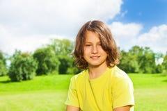 12 Jahre alte Jungenporträt Lizenzfreie Stockfotografie