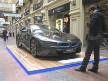 100 Jahre BMWs Das Zustandskaufhaus moskau BMW i8 Lizenzfreie Stockfotografie