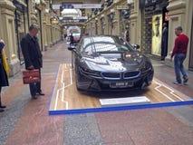 100 Jahre BMWs Das Zustandskaufhaus moskau BMW i8 Lizenzfreies Stockbild