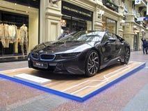 100 Jahre BMWs Das Zustandskaufhaus moskau BMW i8 Stockfotos
