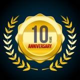 10 Jahre Jahrestag Gold-und rotes Ausweislogo Vektorillustration ENV 10 lizenzfreie abbildung