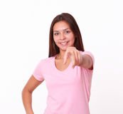 20-24 Jahre lateinische Dame, die auf Sie zeigen Lizenzfreie Stockfotos