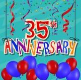 Jahrestagsfeierhintergrund mit Konfettis und Ballon Lizenzfreies Stockbild
