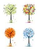 Jahreszeiten: Frühling, Sommer, Herbst, Winter. Kunstbäume Stockfotografie