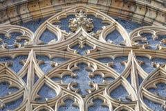 14. Jahrhundert St. Vitus Cathedral, rosafarbenes Fenster, Fassade, Prag, Tschechische Republik Lizenzfreie Stockbilder