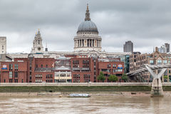 Jahrtausend-Brücke Saint Paul London Stockfoto