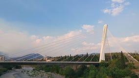 Jahrtausendbrücke über Moraca-Fluss, Podgorica stock footage